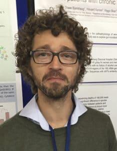 Lege og stipendiat Steinar Bjørkhaug presenterte sine resultater fra en studie om kronisk alkoholmisbruk og endringer i fekal microbiota. Veileder er Jørgen Valeur.